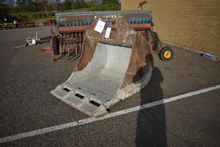 Graveskovl til 30 tons volvo 130 ca. b: 127cm. H:140. d:180cm.