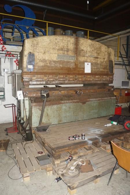 Donewell Kantbukker bukkebredde 310 cm + stativ med bukkeværktøjer. + 4 paller med bukkeværktøj