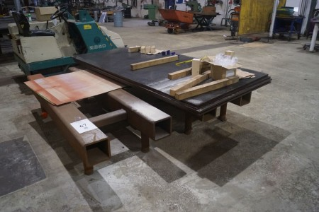 Aflægningsbord 215x200 uden bundplader på top.