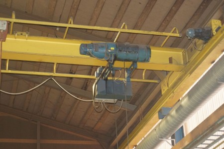 Demag Traverse crane with stand 12 meters 3200 kg.