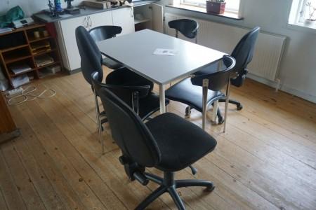 Spisebord med 7 stole. 118*78*72 cm. + indhold i skabe.