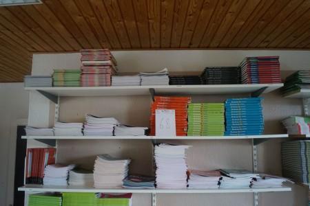 3 fag med skolebøger. Dansk, fysik kemi mm.