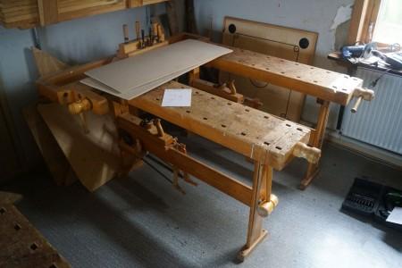 2 Stk. sløjd arbejdsbord med høvl, sav, hammer. Hver bord er 140*60*80 cm.