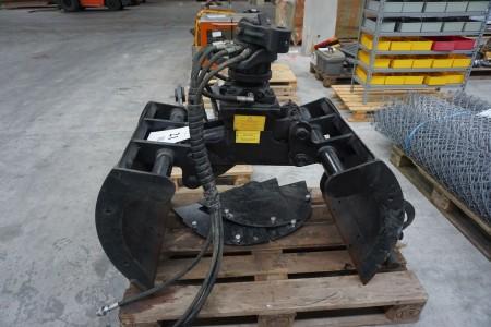 Sortergrab. Mærke: tizmar. Model: boa60. Med hydraulisk rotation.  B:62 cm. H: 60 cm. Total højde: 95 cm.  Kørt max 4 timer fra ny