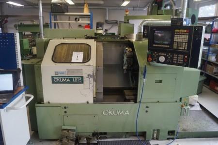 Okuma LB15 CNC Styret drejebænk omdrejningstid 13279 skæretid 8371. Karrusel med plads til 12 værktøjer. + Diverse værktøjsholdere og reservedele. Afprøvet ok.Med IGF , Okuma 5020 styring.