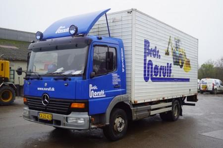 Mercedes Atego 8L 8,6 Tonnen insgesamt zuletzt gesichtet 07.12.2009 Jahrgang 2002 Reg.-Nr. CA23415. Läuft täglich, aber der Motor verbraucht Wasser.