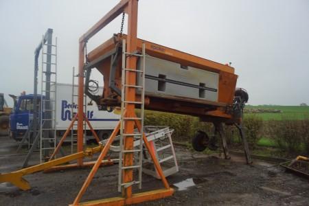 Epoche Salz- und Flüssigkeitsstreuer Typ SW3501 Jahrgang 2005 4 m3 Gewicht 2300 kg gesamt 12 Tonnen inklusive Aufhänger. Alles funktioniert