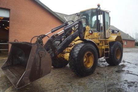 Cat IT24F 78.3 KW Baujahr 1997 muss über neue Bremsen an der Hinterachse und ein neues Rohr für die Heizung verfügen. Ansonsten ist es aber voll funktionsfähig. Stunden.