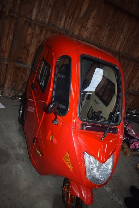 Rød minibil, Fønix City-runner, batterier ok, lader medfølger, ekstra varmeapparat