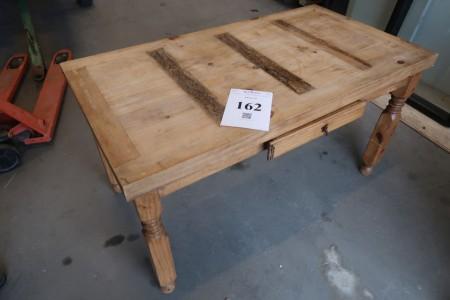 "Antik bord med skuffe. B75xL140xH76 cm. ""Made in Mexico"" Modelfoto, ikke samlet, udsende kan variere"