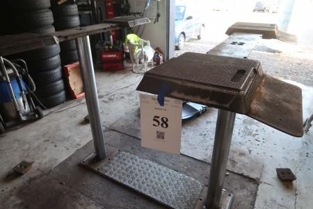 Lift Stenhøj, 2 søjler stempel lift, master 3000 kg, max løfte højde ca. 195 cm. Køber skal selv tage op af gulvet