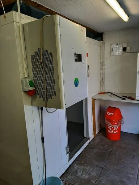 Kølerum med Kompressor og forstøver