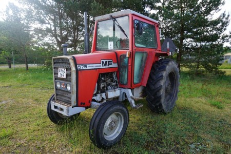 Traktor, mærke: Massey Ferguson, model: 575
