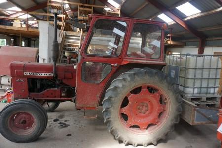 Traktor Volvo. 430 bm.