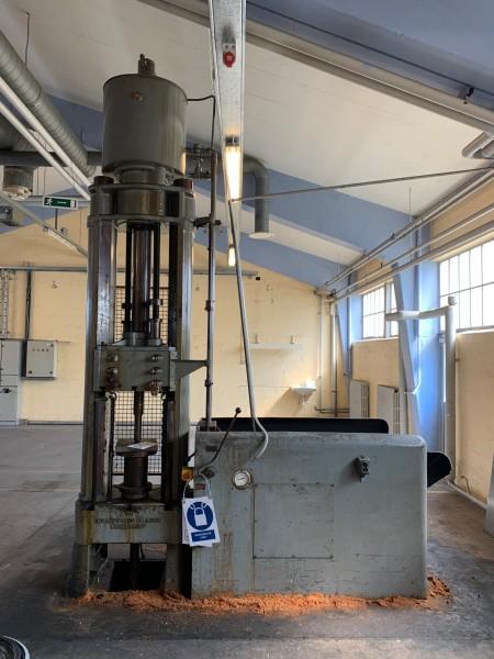 Hydraulisk presse, mærke: Johannesen&Lund København