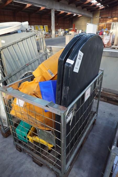 3 stk plastikborde + 6 stk plastikstole mv.