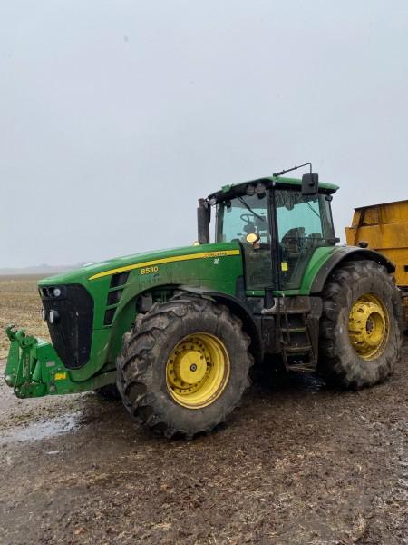 Tractor, Brand: John Deere, Model: 8530
