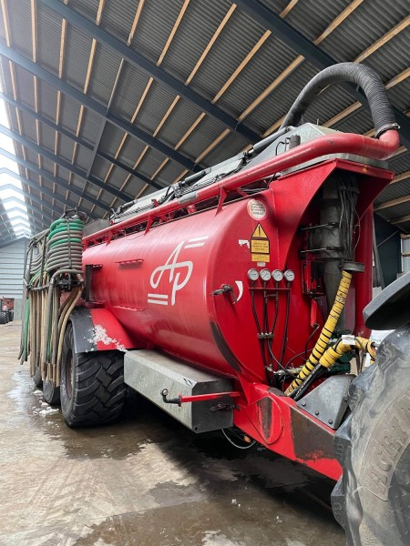 Slurry tank, Brand: AP 25 h with tow hoses.