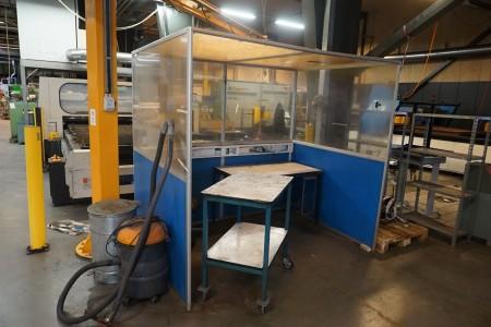 Værksted bur med 2 stk. stole, 1 stk. rullebord + bord