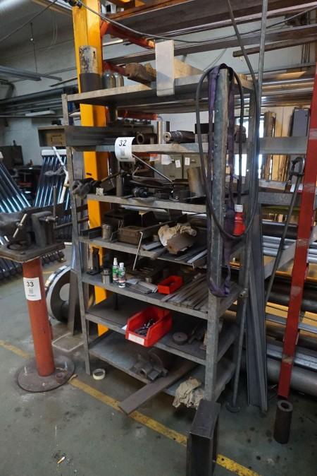 Galvaniseret stålreol med indhold