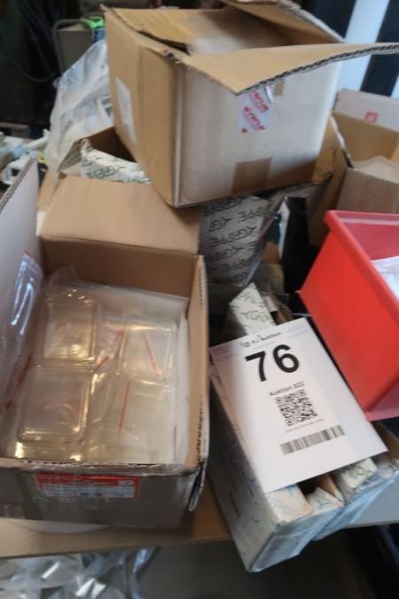 Plast til plastposer, samt maskine til at lave bund i poser
