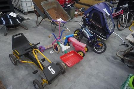 Børnecykelvogn + div børnecykler