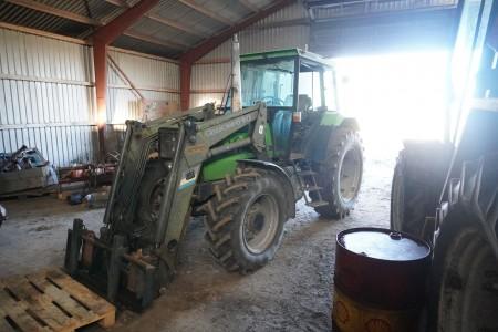 Deutz-Fahr traktor med frontlæsser. Model: DX 4.51