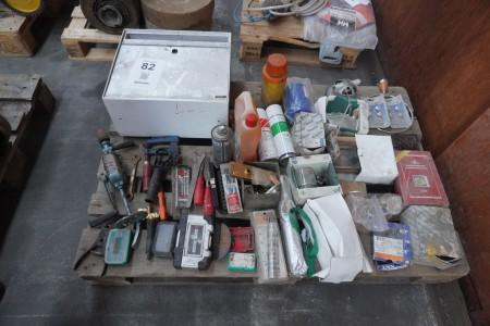 Parti blandet beslag, håndværktøj, postkasse mv.