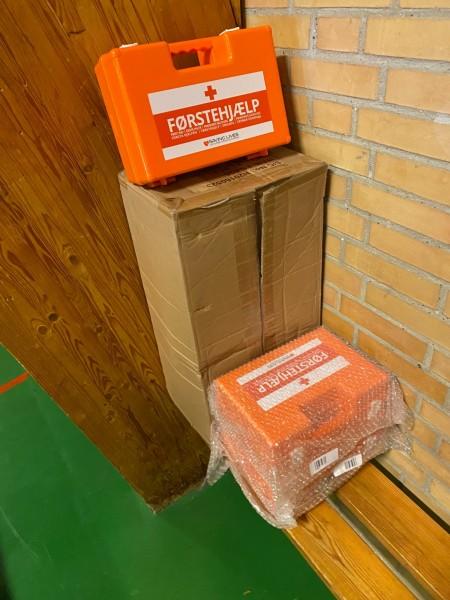 2 kasser med førstehjælpskit
