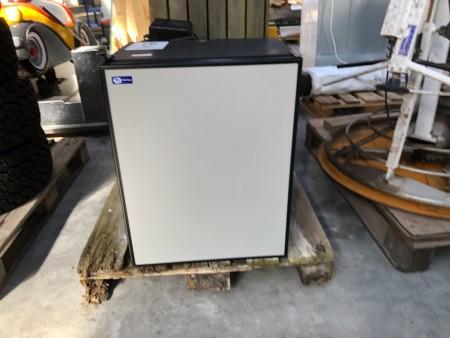Køleskab med frysebox til autocamper