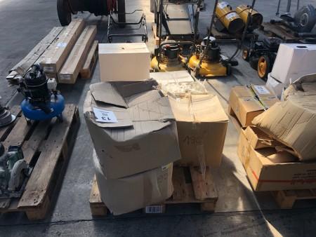 8 Boxen mit Stopfen zur Fassadendämmung