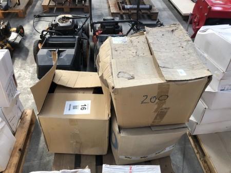 3 kasser med plugs til facade-isolering