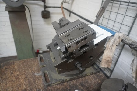 Machine vice with degrees
