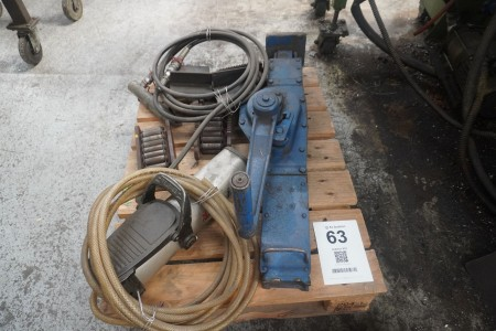 Lot of machine skates, hydraulic jack + coffee grinder