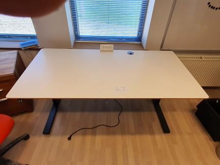 Schreibtisch mit Anheben / Absenken
