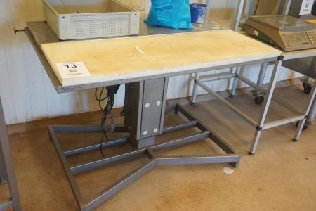 Arbejdsbord med skærebræt med hæve/sænke funktion