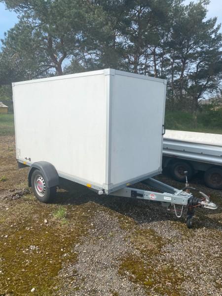 Lukket trailer, mærke: Stema, model: 1300-250. Tidligere regnr.: BL3761