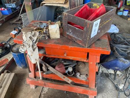 Værkstedsbord med skruestik