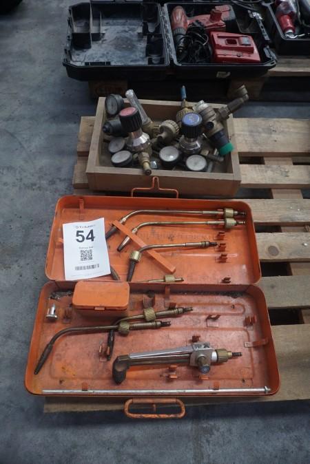Kasse med diverse gas/luftmålere + diverse udstyr til gasbrændere