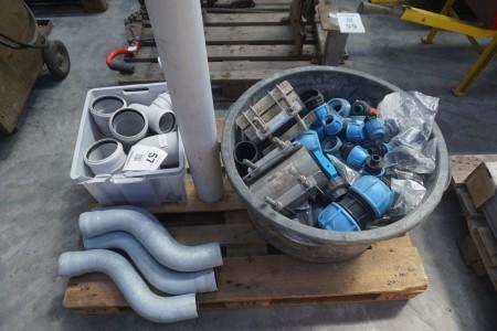 Parti PVC/plastik-rør fittings mm.