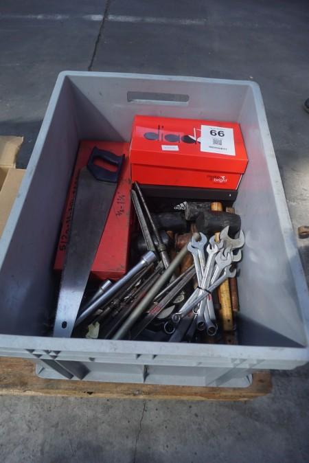 Kasse med blandet værktøj