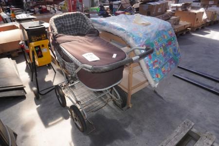 Kinderwagen + Wickeltisch mit 3 Stk. Matratzen