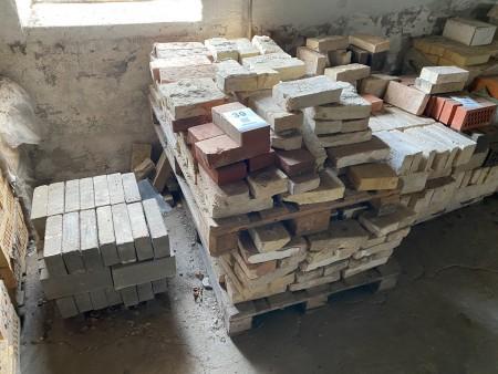 Ca. 380 stk. mursten