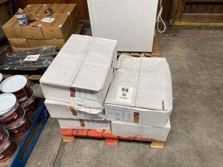 5 kasser med plugs til facadeisolering