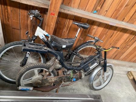 Knallert, mærke: Piaggio + cykel + reservedele til scooter