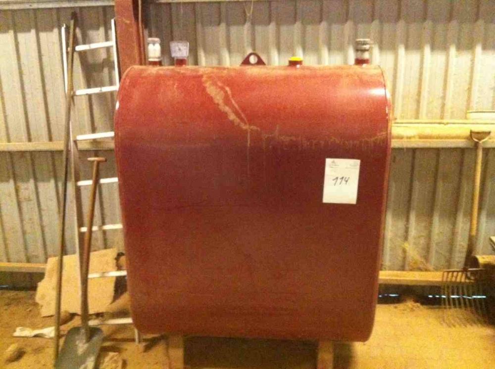 Fantastisk 1200 liter olietank, årgang 2007. Ca. 675 liter fyringsolie i tank HP18